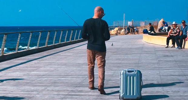 """Il """"robo-trolley"""", la valigia che ti segue da sola!"""