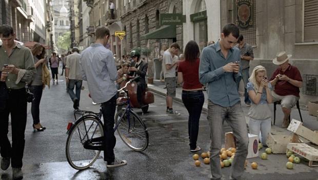 Gli italiani sempre più dipendenti dagli smartphone
